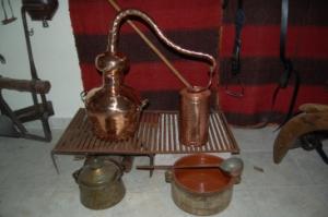ΑΠΟΣΤΑΚΤΗΡΑΣ ΓΙΑ ΤΣΙΠΟΥΡΟ-ΟΥΖΟ- Ο ΛΟΥΛΑΣ-ΟΙΣΕΡΠΕΝΤΙΝΕΣ- Ο ΨΥΚΤΗΣ-Η ΤΣΟΥΚΑΛΑ-Ο ΧΑΛΚΙΝΟΣ ΚΕΨΕΣ. Από το παραδοσιακό οικογενειακό μου μουσείο