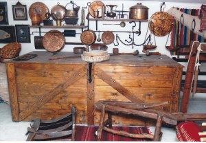 ΧΑΛΚΙΝΑ ΣΚΕΥΗ ΟΙΚΙ;ΑΚΗΣ ΧΡΗΣΕΩΣ Από το οικογενειακό προσωπικό μουσείο του ΠΙΠΗ ΚΟΜΙΑΝΟΥ