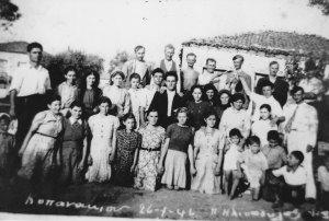 ΚΟΠΑΝΑΚΙ 26-4-1946 ΣΤΟ ΠΙΣΩ ΜΕΡΟς ΔΙΑΚΡΙΝΕΤΑΙ Ο ΜΠΑΡΜΠΑ ΓΙΩΡΓΗΣ ΠΑΝΟΥΣΑΚΗΣ Η (ΚΟΥΤΣΟΓΙΑΝΝΗΣ). ΝΤΕΛΑΛΙΤΖΗΣ ΕΚΕΙΝΗΣ ΤΗΣ ΕΠΟΧΗΣ, φωτογραφικό αρχείο ΚΟΜΙΑΝΟΣ ΠΙΠΗΣ